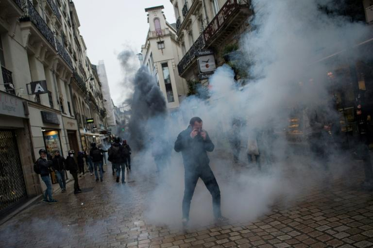 Police fired teargas during protests in Nantes (AFP Photo/Loic VENANCE)