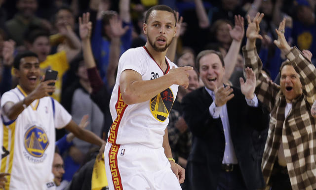 "Warriors owner Joe Lacob can't get enough of <a class=""link rapid-noclick-resp"" href=""/nba/players/4612/"" data-ylk=""slk:Stephen Curry"">Stephen Curry</a>'s unselfishness. (AP)"