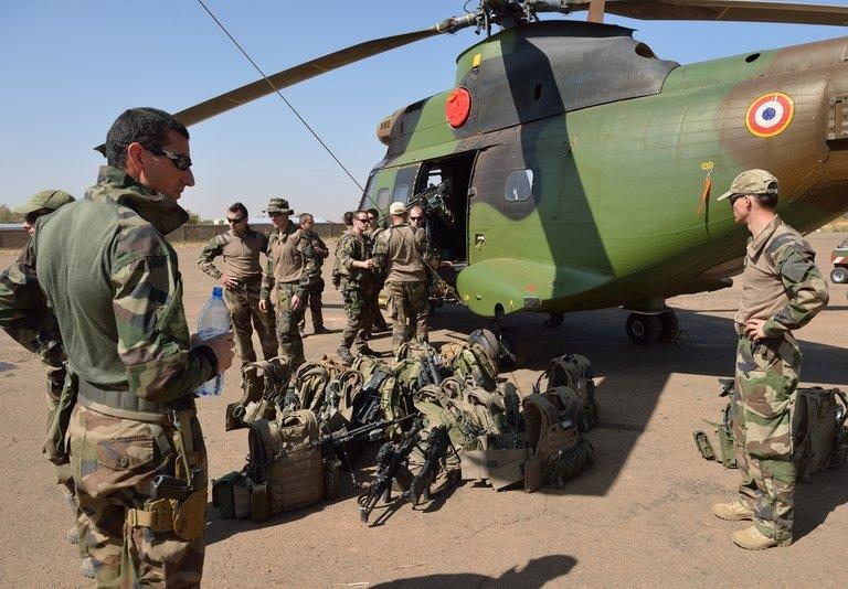 French soldiers stand with their equipment in front of a PUMA helicopter on January 19, 2013 near Bamako
