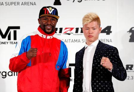 Undefeated boxer Floyd Mayweather Jr. of the U.S. poses for a photograph with his opponent Tenshin Nasukawa during a news conference to announce he is joining Japanese Mixed Martial Arts promotional company Rizin Fighting Federation, in Tokyo, Japan November 5, 2018. REUTERS/Issei Kato TPX IMAGES OF THE DAY