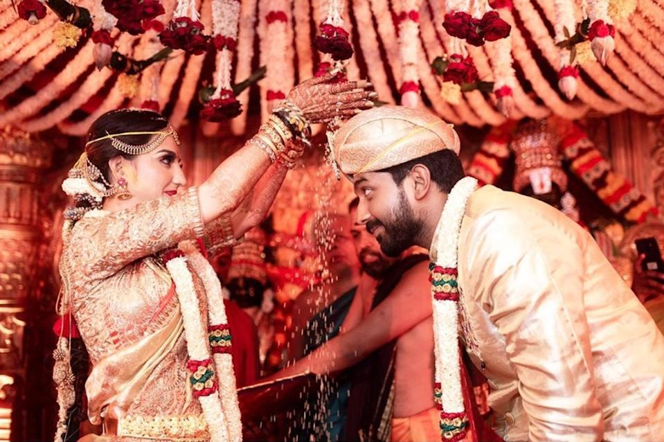 How romantic is the idea of getting married twice, but to the same person? <em>Saath Nibhana Saathiya</em> fame Lovey Sasan had a Sikh wedding ceremony with beau Koushik Krishnamurthy in February 2019, and the couple tied the knot again on May 29th, 2019, this time following South Indian rituals. They threw a grand reception party in Amritsar; in traditional jewelry,<em> sindoor, and chooda,</em> the bride looked like a daydream.