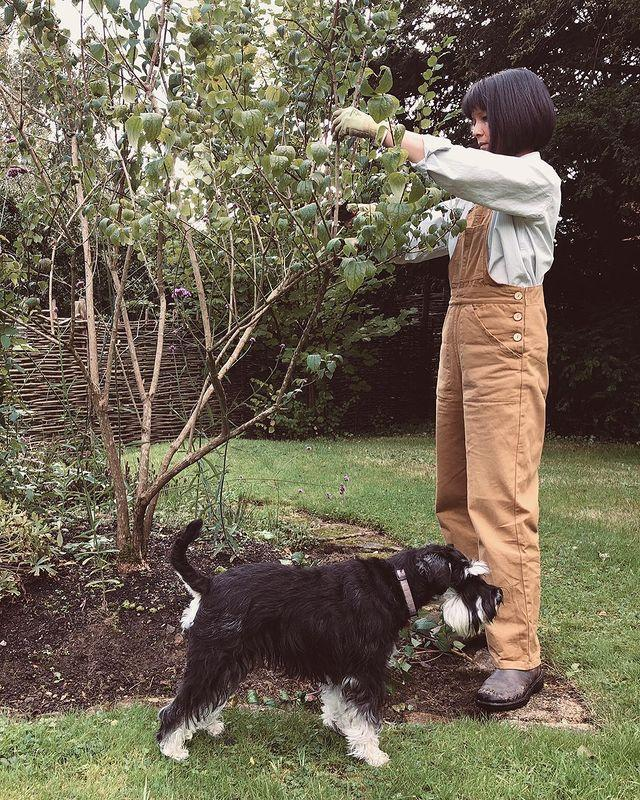 """<p>Sui, who lives in Southeast England's beautiful countryside, is a trained horticulturalist who stepped out of the corporate world to pursue a life in gardening. As well as creating a garden that self-sows, she heads up <a href=""""https://www.instagram.com/decolonisethegarden/"""" rel=""""nofollow noopener"""" target=""""_blank"""" data-ylk=""""slk:Decolonise The Garden"""" class=""""link rapid-noclick-resp"""">Decolonise The Garden</a> — a platform which brings anti-racism to gardening.</p><p><a href=""""https://www.instagram.com/p/B_j1inVAzXm/"""" rel=""""nofollow noopener"""" target=""""_blank"""" data-ylk=""""slk:See the original post on Instagram"""" class=""""link rapid-noclick-resp"""">See the original post on Instagram</a></p>"""