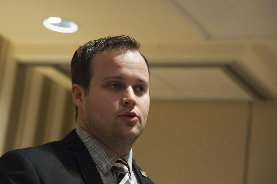 Attorneys for Josh Duggar file motions to dismiss child pornography case.