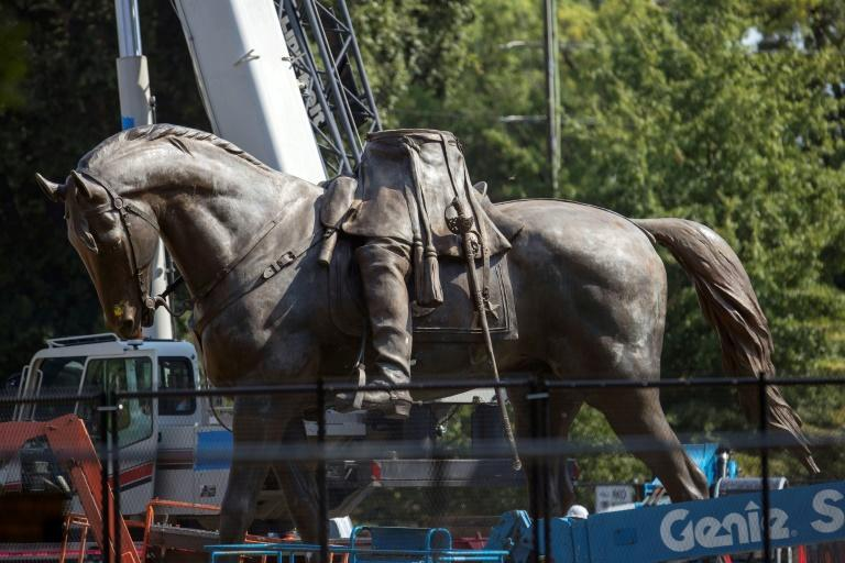A statue of Confederate General Robert E. Lee in Richmond, Virginia, after having its top half removed (AFP/Ryan M. Kelly)