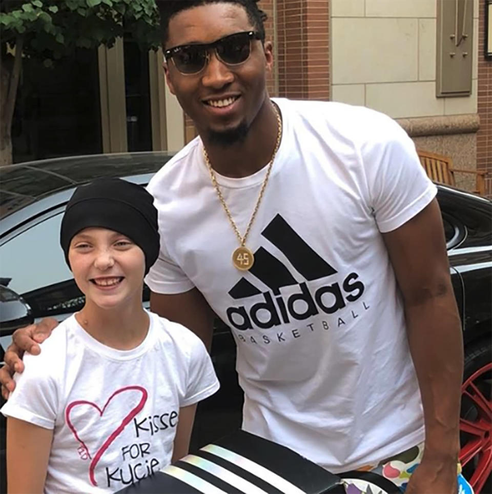 Utah Jazz guard Donovan Mitchell signed a pair of shoes and took a picture with a young fan battling cancer who approached him at a Cheesecake Factory. (Instagram/Kisses4Kycie)