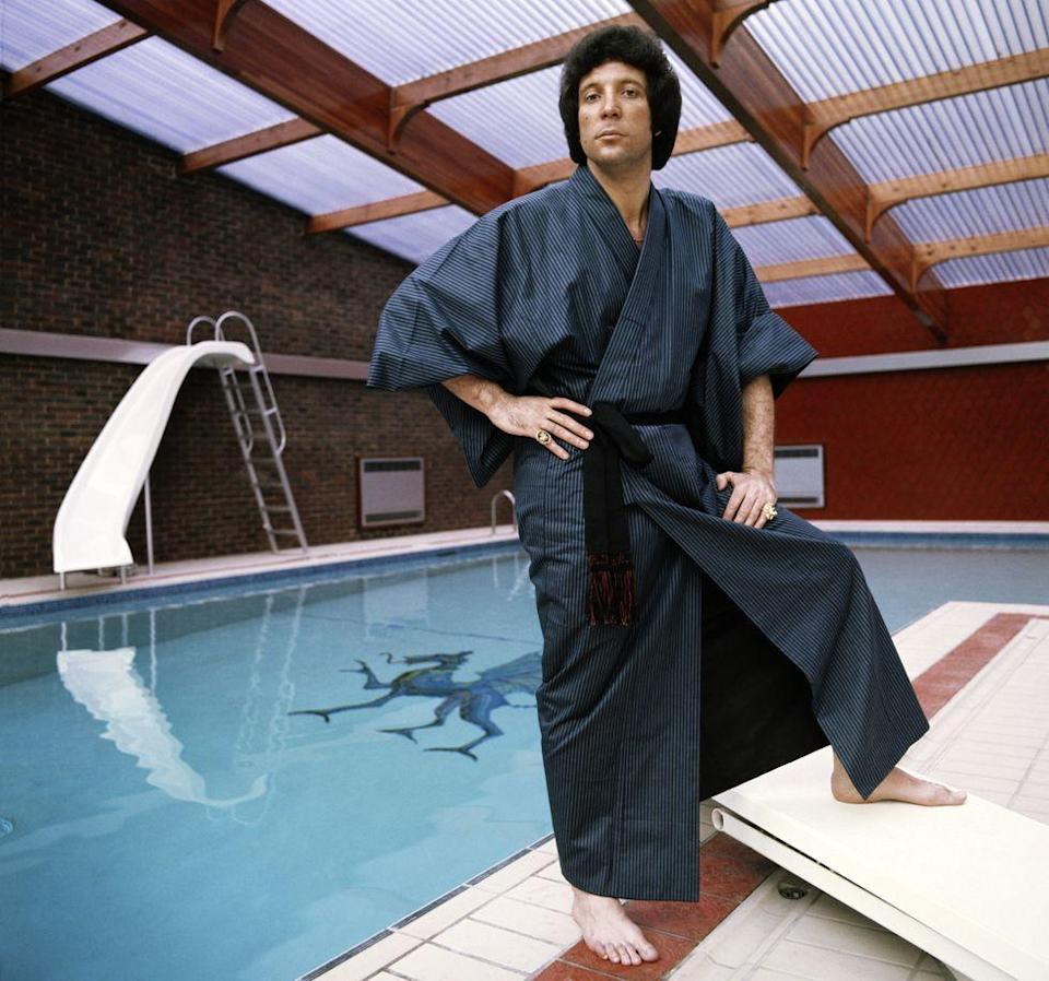 <p>Singer Tom Jones poses by his swimming pool wearing a robe in 1970. </p>