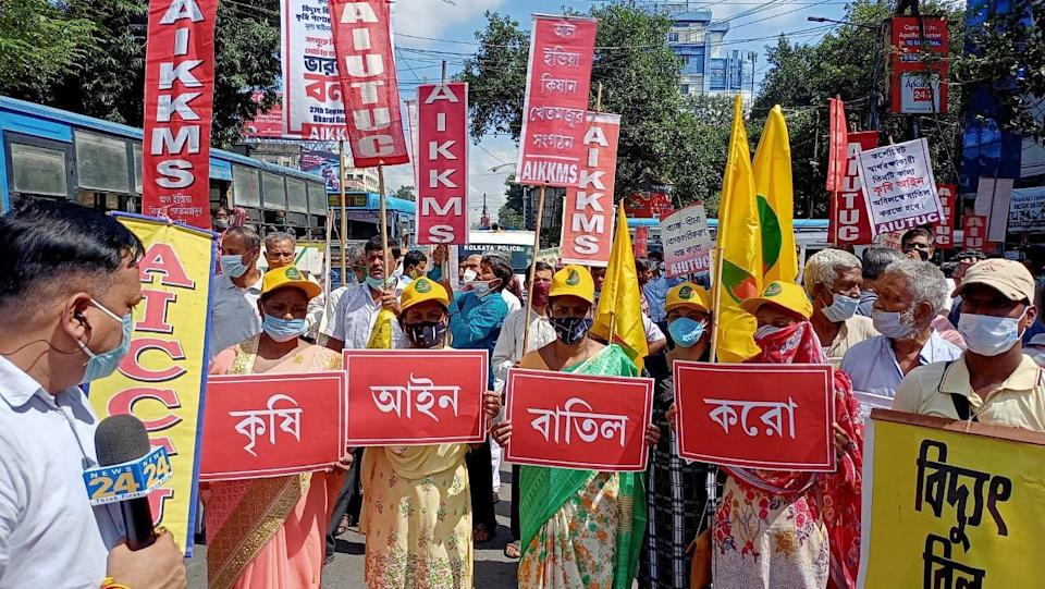 """<div class=""""paragraphs""""><p>Several organisations in Kolkata held protests on the streets to oppose the three farm laws on Bharat Bandh.</p></div>"""