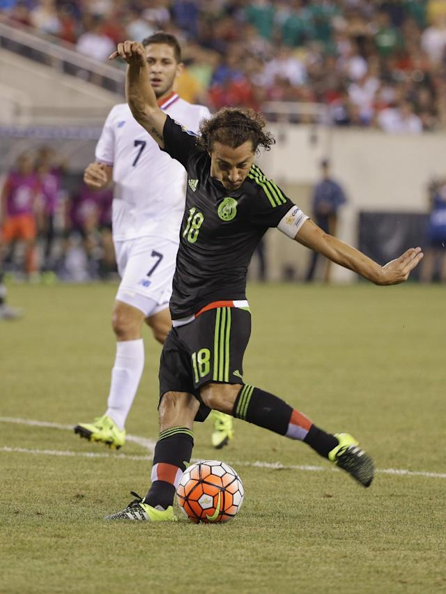 Mexico's Andres Guardado (18) kicks the ball as Costa Rica's Elias Aguilar (7) watches during the second half of a CONCACAF Gold Cup soccer match Sunday, July 19, 2015, at MetLife stadium in East Rutherford, N.J. (AP Photo/Seth Wenig)