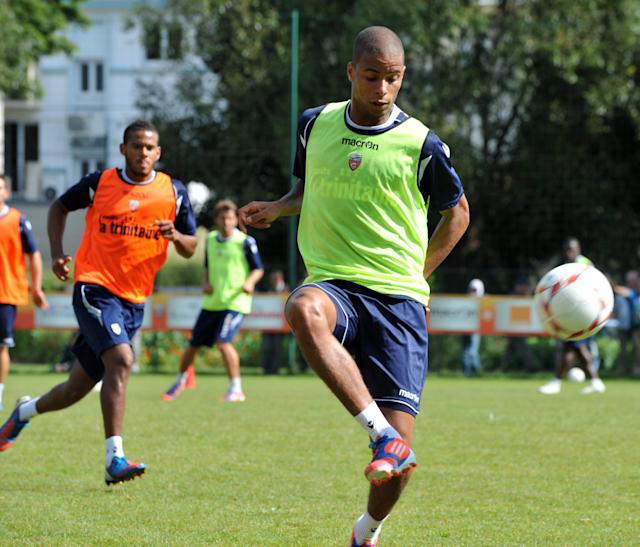 Lorient' s French midfielder Kevin Monnet-Paquet takes part in a training session on August 7, 2012 at the Moustoir Stadium in Lorient, western France, prior the French Championship League 1 football matches beginning on August 10, 2012. FP PHOTO FRANK PERRYFRANK PERRY/AFP/GettyImages
