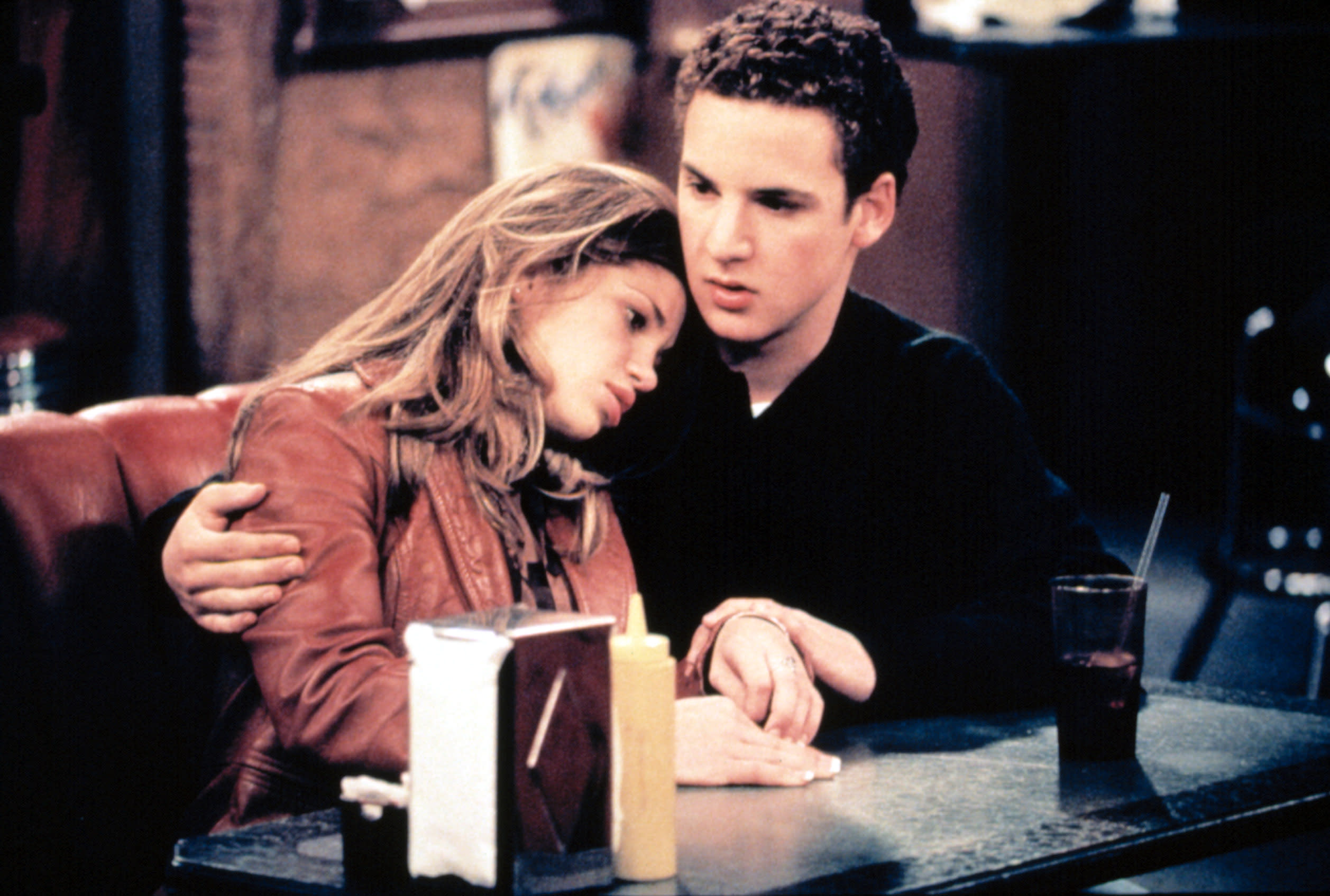 Topanga (Fishel) and Cory (Savage) share an embrace in 'Boy Meets World' (Photo: Touchstone Television/courtesy Everett Collection)