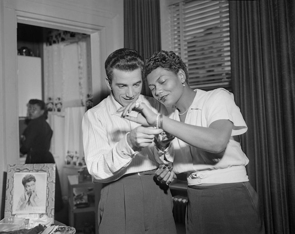 <p>Louie Bellson gives his fiancée, jazz musician Pearl Bailey, a diamond tennis bracelet before their wedding. The couple got married later that year and remained together until her death in 1990. </p>