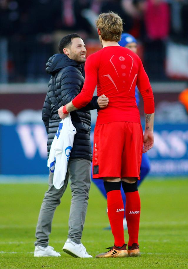 Soccer Football - Bundesliga - Bayer Leverkusen vs Schalke 04 - BayArena, Leverkusen, Germany - February 25, 2018 Schalke coach Domenico Tedesco with Bayer Leverkusen's Stephan Kiessling after the match REUTERS/Thilo Schmuelgen DFL RULES TO LIMIT THE ONLINE USAGE DURING MATCH TIME TO 15 PICTURES PER GAME. IMAGE SEQUENCES TO SIMULATE VIDEO IS NOT ALLOWED AT ANY TIME. FOR FURTHER QUERIES PLEASE CONTACT DFL DIRECTLY AT + 49 69 650050