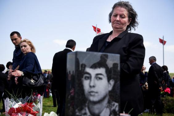 Kosovars pay respect for their relatives killed during Gjakova massacre (ARMEND NIMANI/AFP/Getty Images)