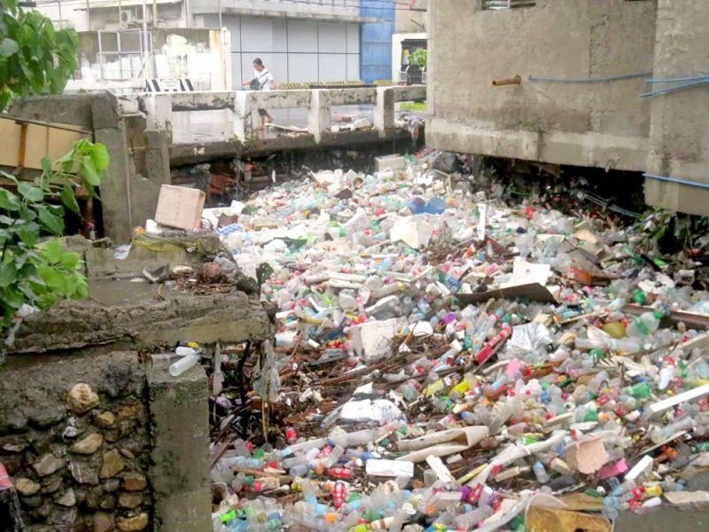 Heavy downpour causes creek to overflow, sends garbage into the streets