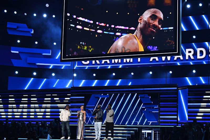 Host US singer-songwriter Alicia Keys and Boyz II Men sing in memory of late NBA legend Kobe Bryant during the 62nd Annual Grammy Awards on January 26, 2020, in Los Angeles. (Photo by Robyn Beck / AFP) (Photo by ROBYN BECK/AFP via Getty Images)