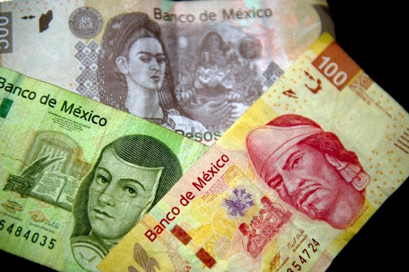 Mexico's central bank cut on Tuesday its economic growth forecast for this year due to an expected drop in oil production and lower external demand in the first quarter