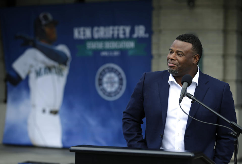 Ken Griffey Jr. speaks at a mic.