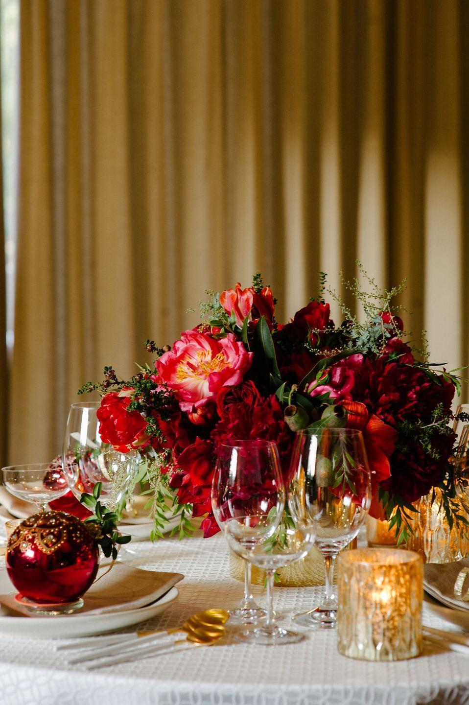 "<p>For a blend of tradition and glam, pair a monochromatic floral centerpiece with matching Christmas bulbs at each place setting. The flowers offer rich texture while the bulbs provide a touch of glimmer. </p><p><em>Via <a href=""http://www.jennalamevents.com/"" rel=""nofollow noopener"" target=""_blank"" data-ylk=""slk:Jenna Lam Events"" class=""link rapid-noclick-resp"">Jenna Lam Events</a></em></p>"