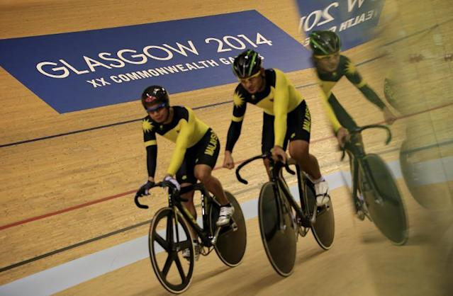 Cyclists participate in a training session at the Sir Chris Hoy Velodrome in Glasgow on July 22, 2014, ahead of the start of the Commonwealth Games (AFP Photo/Adrian Dennis)