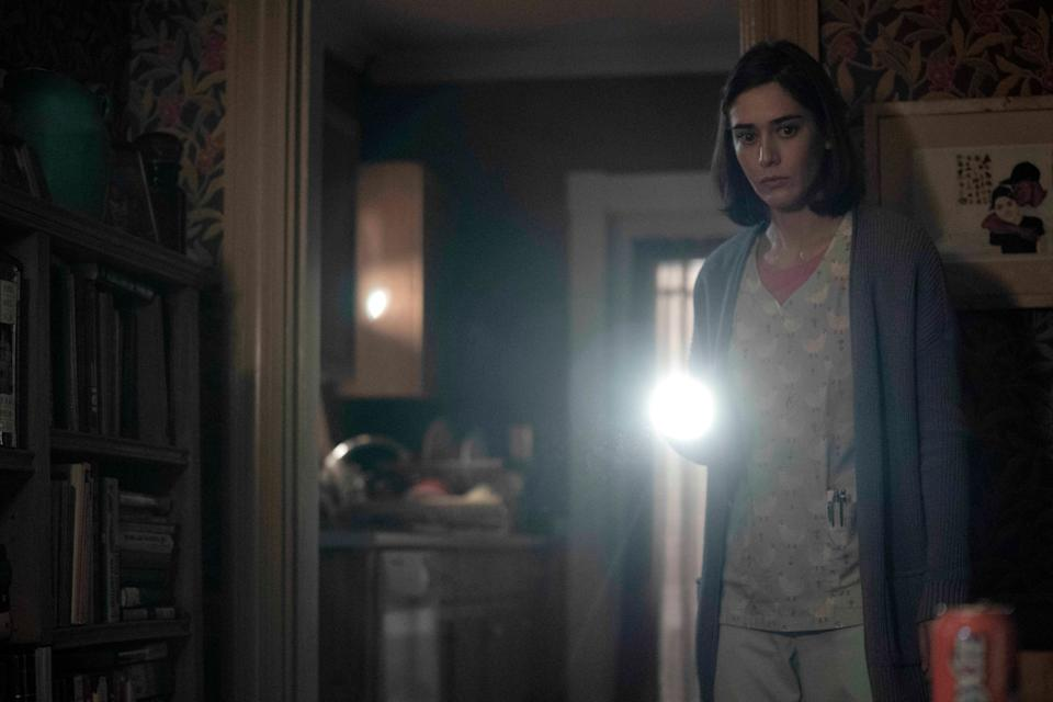 Lizzy Caplan plays the young Annie Wilkes of 'Misery' infamy in Season 2 of the Stephen King-inspired series, 'Castle Rock' (Photo:  Dana Starbard / ©Hulu / Courtesy Everett Collection)