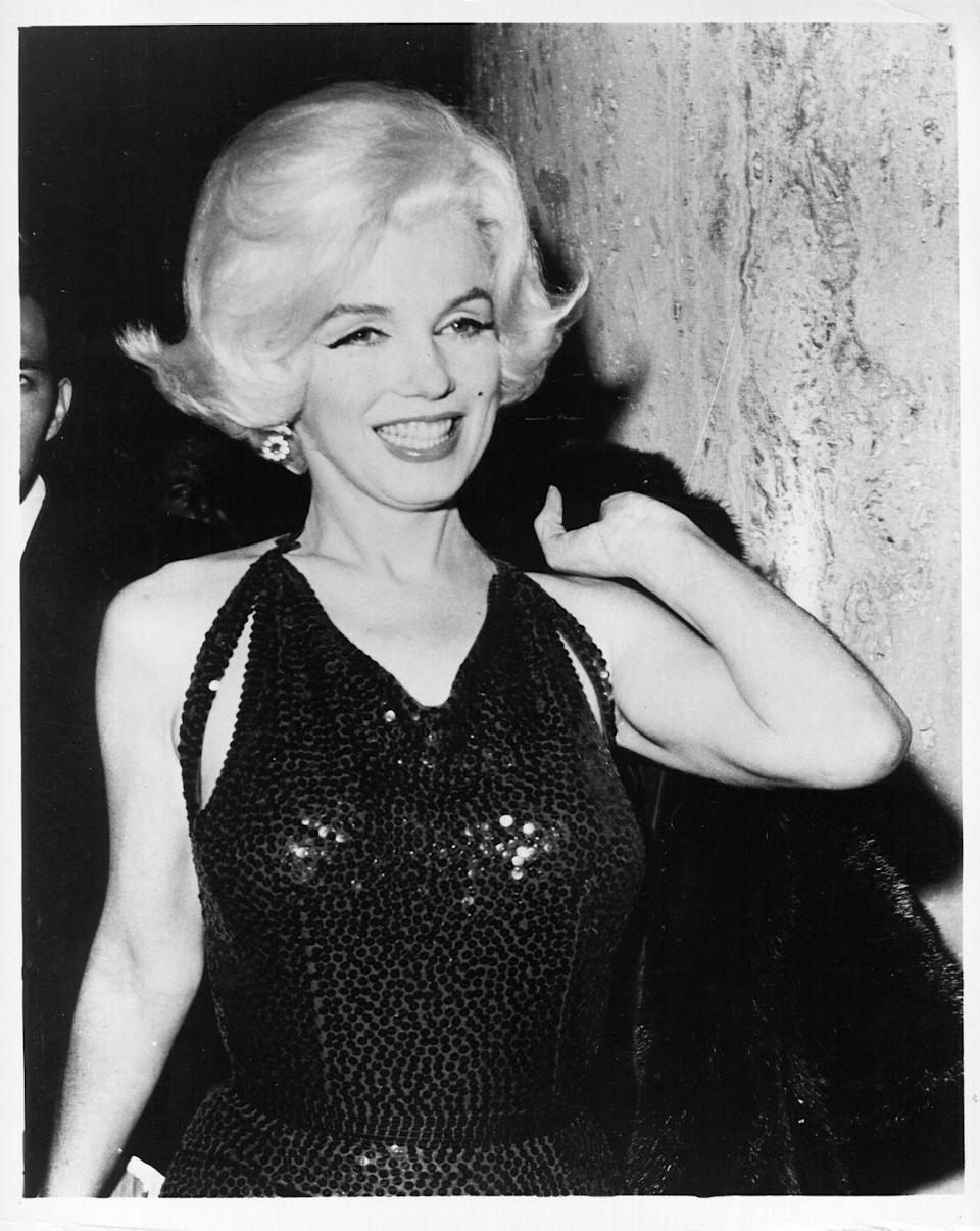 <p>You already know Marilyn Monroe brought her A-Game to the 1962 Golden Globes award, where she stood out from the rest in a fun sequined gown that fit her like a glove. </p>