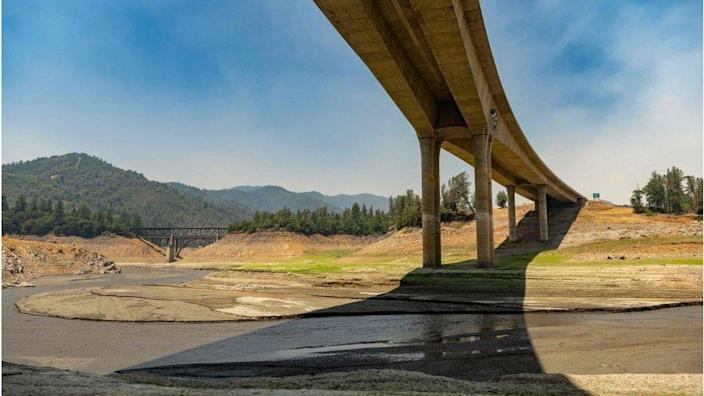 The drying bed of Lake Shasta in California