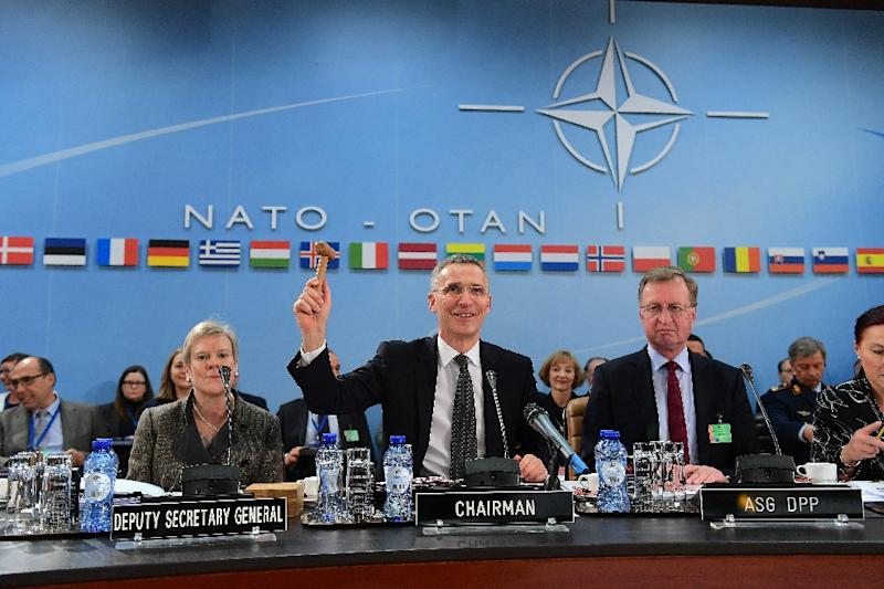 NATO Secretary General Jens Stoltenberg (C) presides a NATO defence ministers meeting in Brussels on February 15, 2017 (AFP Photo/EMMANUEL DUNAND)