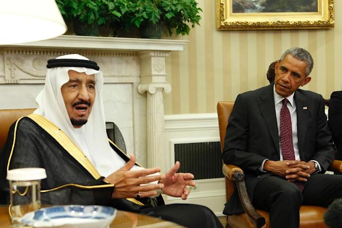 Saudi King Salman talks to the media during a meeting with US President Barack Obama in the Oval Office of the White House in Washington DC, September 4, 2015 (AFP Photo/Yuri Gripas)