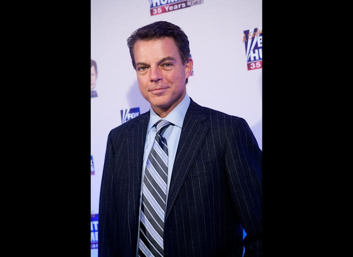 WASHINGTON - JANUARY 08: FOX News host Shepard Smith poses on the red carpet upon arrival at a salute to FOX News Channel's Brit Hume on January 8, 2009 in Washington, DC. Hume was honored for his 35 years in journalism. (Photo by Brendan Hoffman/Getty Images)