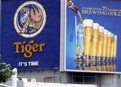 A huge billboard advertises Tiger Beer in Singapore in 2006