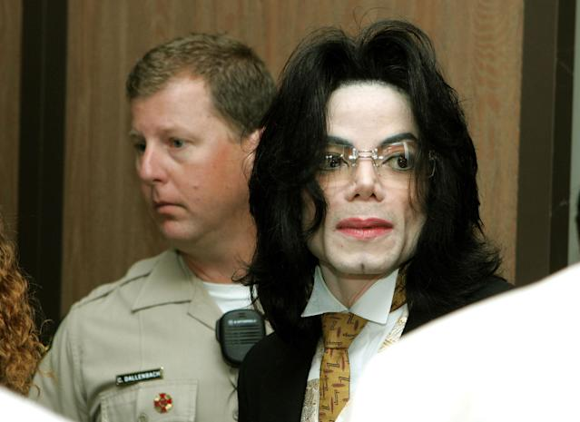 Michael Jackson arrives at the Sana Barbara County Courthouse for the second day of closing arguments in his child molestation trial June 3, 2005 in Santa Maria, California. (Photo by Justin Sullivan/Getty Images)