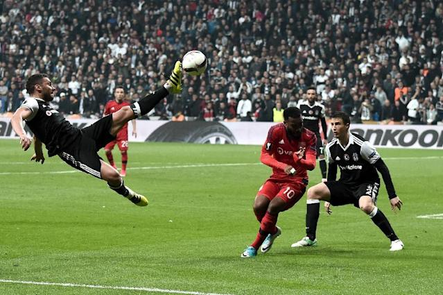 Besiktas' Dusko Tosic (LO) kicks the ball next to Lyon's Alexandre Lacasette (C) during the UEFA Europa League second leg quarter final football match April 20, 2017 (AFP Photo/OZAN KOSE)