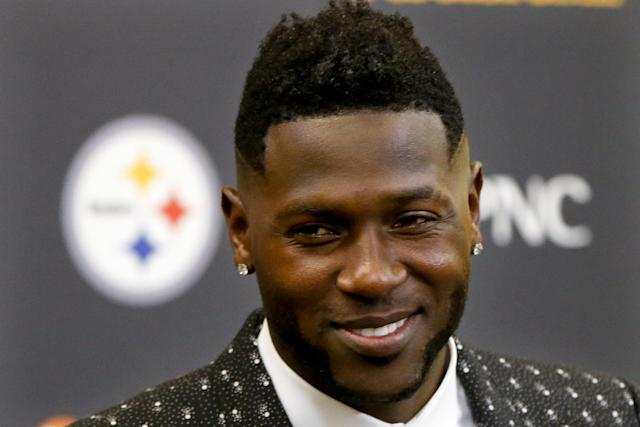 "Steelers receiver <a class=""link rapid-noclick-resp"" href=""/nfl/players/24171/"" data-ylk=""slk:Antonio Brown"">Antonio Brown</a> is giving kicking a try this offseason. (AP)"