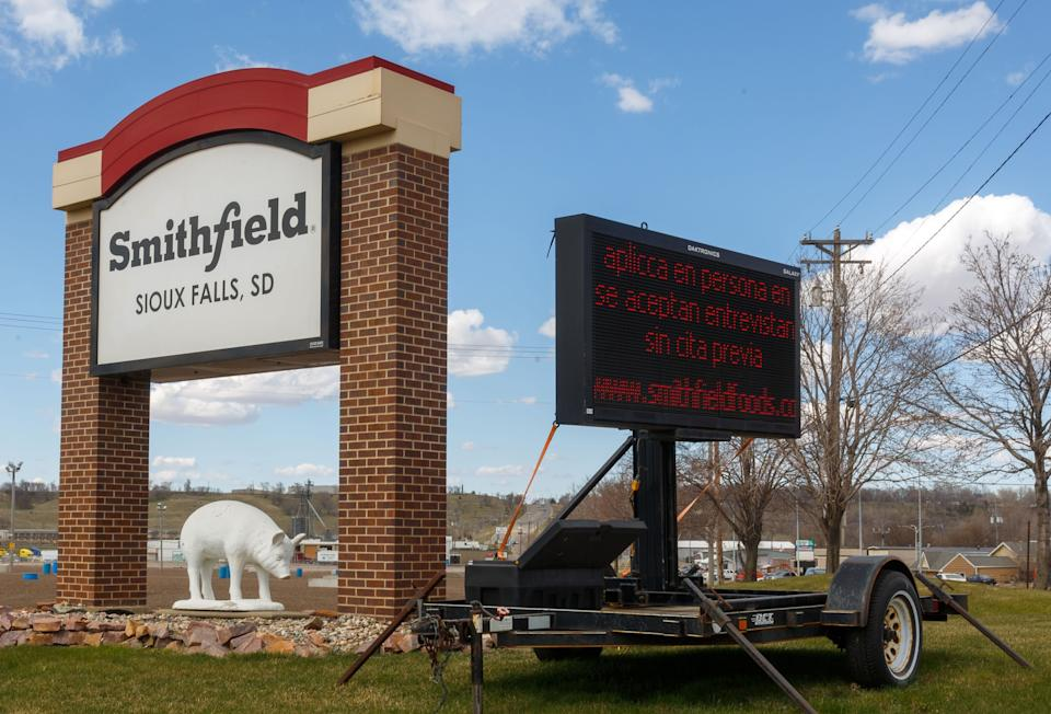The Smithfield pork processing plant in Sioux Falls, South Dakota, was the site of one of the worst coronavirus outbreaks in the nation. (Photo: KEREM YUCEL via Getty Images)