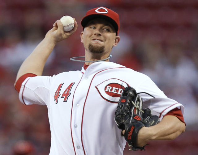 Cincinnati Reds starting pitcher Mike Leake throws against the New York Mets in the first inning of a baseball game, Tuesday, Sept. 24, 2013, in Cincinnati. (AP Photo/Al Behrman)