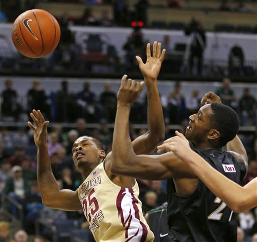 Florida State's Aaron Thomas (25) and Charlotte's Willie Clayton (21) battles for a rebound during the first half of an NCAA college basketball game, Saturday, Dec. 22, 2012, in Charlotte, N.C. (AP Photo/Chuck Burton)