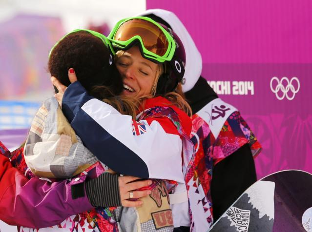 Jamie Anderson of the U.S. (L) hugs Britain's Jenny Jones after the women's slopestyle snowboarding competition at the 2014 Sochi Olympic Games in Rosa Khutor February 9, 2014. Anderson won the first Olympic gold medal in women's snowboarding slopestyle at the Sochi Games on Sunday. REUTERS/Mike Blake (RUSSIA - Tags: SPORT OLYMPICS SPORT SNOWBOARDING)