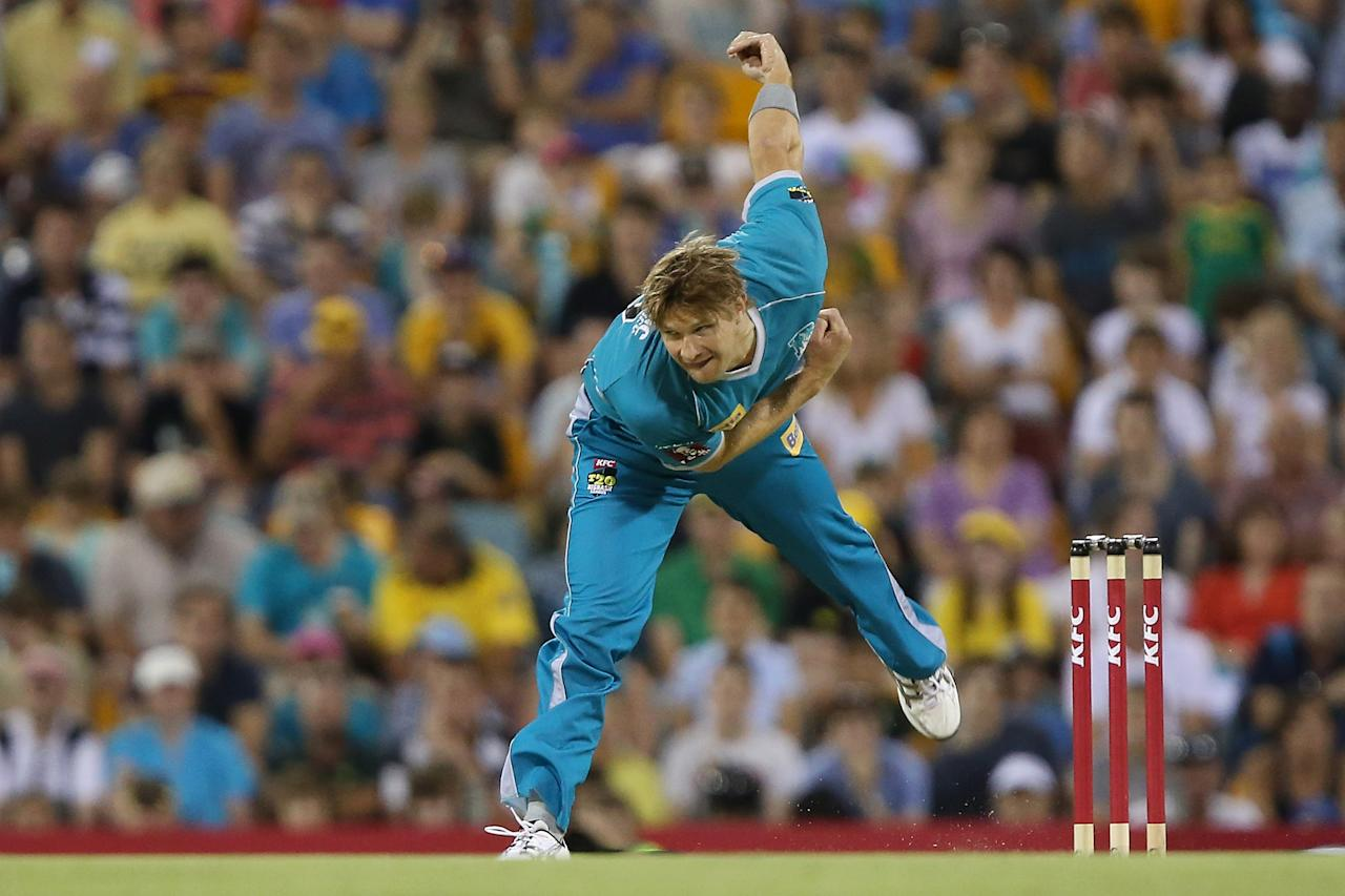 BRISBANE, AUSTRALIA - DECEMBER 09:  Shane Watson of the Heat bowls during the Big Bash League match between the Brisbane Heat and the Hobart Hurricanes at The Gabba on December 9, 2012 in Brisbane, Australia.  (Photo by Chris Hyde/Getty Images)