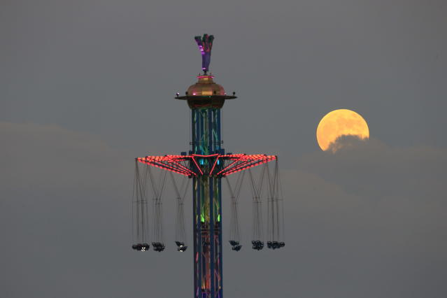 <p>A blood moon rises over Tel Aviv, Israel, Friday, July 27, 2018. (Photo: Ariel Schalit/AP) </p>