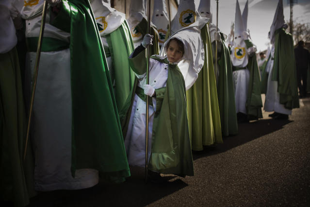 <p>A penitent of the Virgen de la Esperanza brotherhood waits for the beginning of a Holy Week procession in Zamora, Spain, April 2, 2015. (AP Photo/Andres Kudacki) </p>