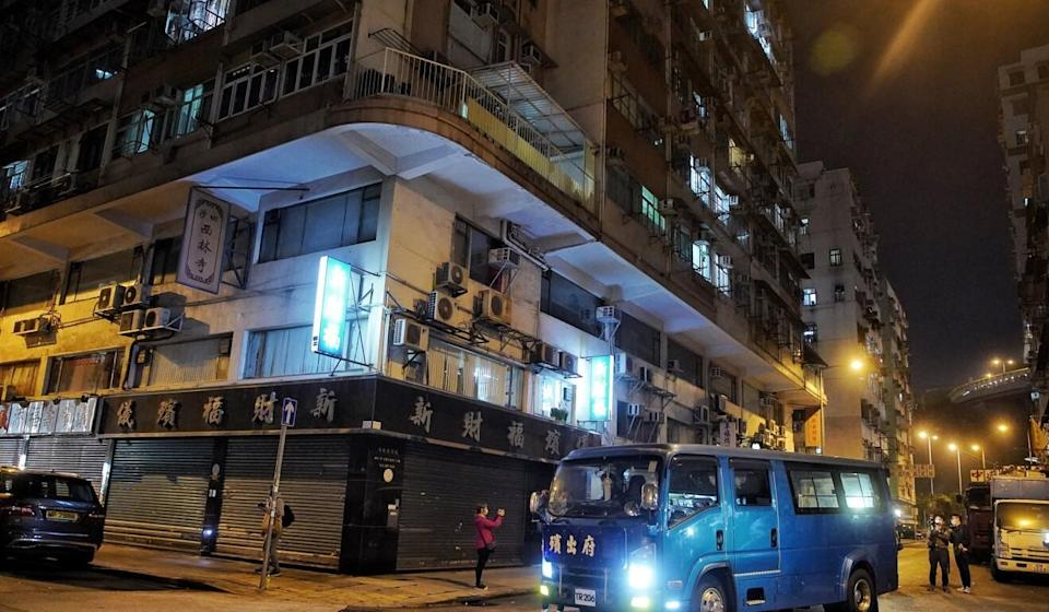 Authorities lock down Cheong Lok Mansion in Hung Hom to screen residents for Covid-19 overnight. Photo: Handout
