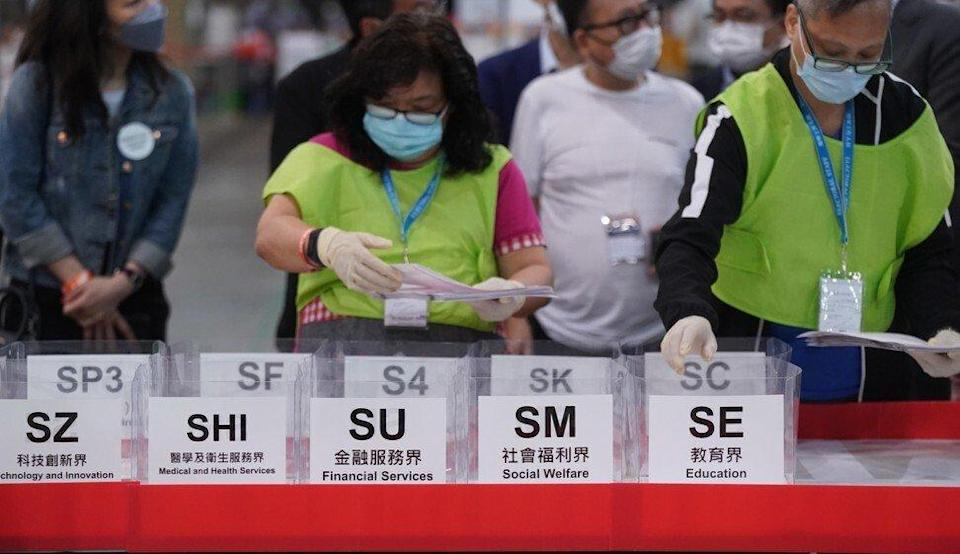 Counting in Wan Chai at the conclusion of voting for Sunday's Election Committee polls. Photo: Sam Tsang