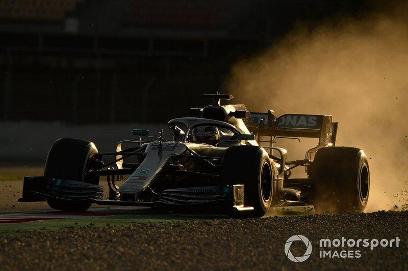 "Lewis Hamilton, Mercedes-AMG F1 W10 EQ Power+ runs wide<span class=""copyright"">Mark Sutton / Motorsport Images</span>"