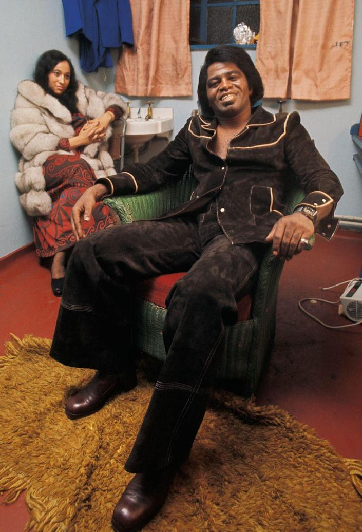 <p>James Brown poses backstage in London in 1973.</p>