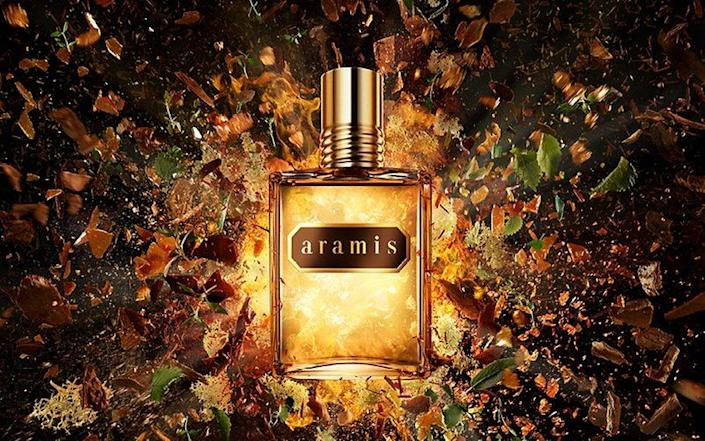 Amaris smells how you might expect a classic masculine fragrance to smell