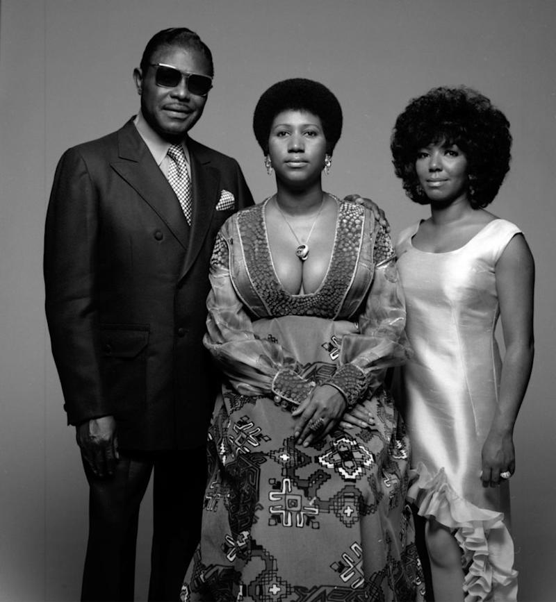 Aretha Franklin (center), her father Clarence LaVaughn and her sister Carolyn
