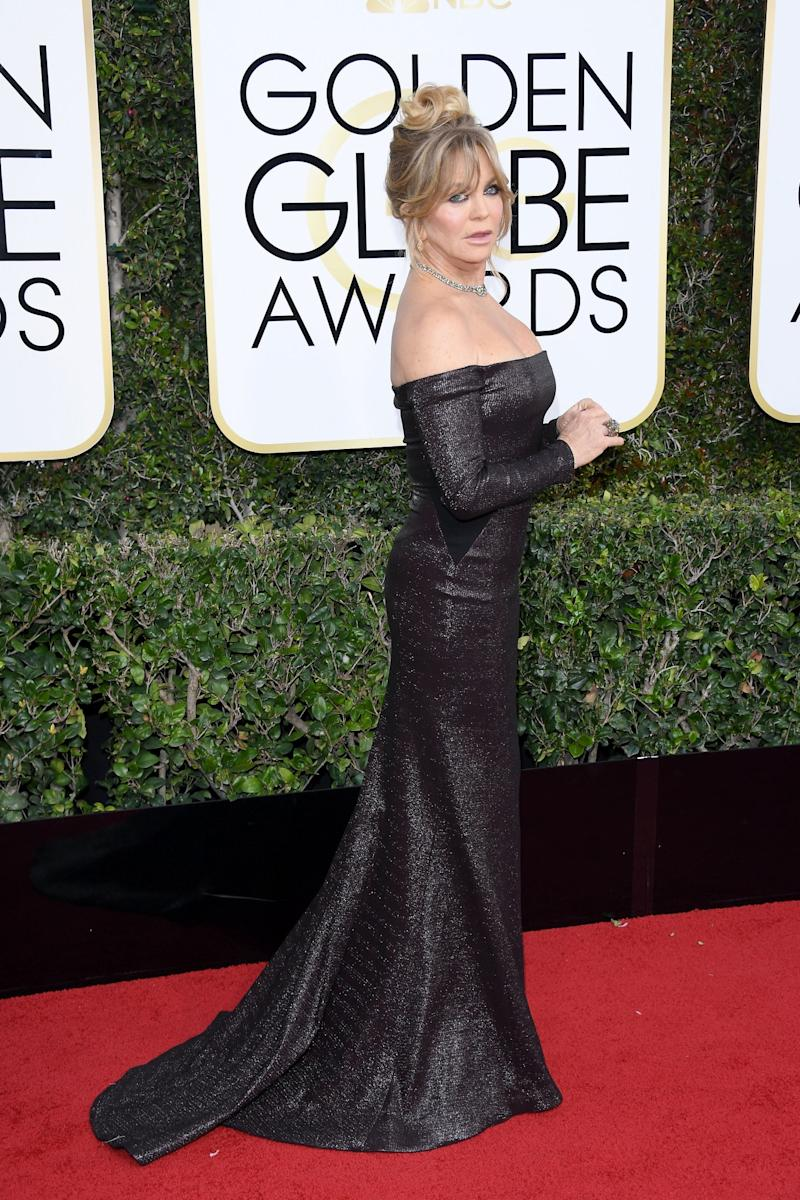 Goldie Hawn wore a black gown to the 74th Golden Globe Awards. (Photo: Getty Images)