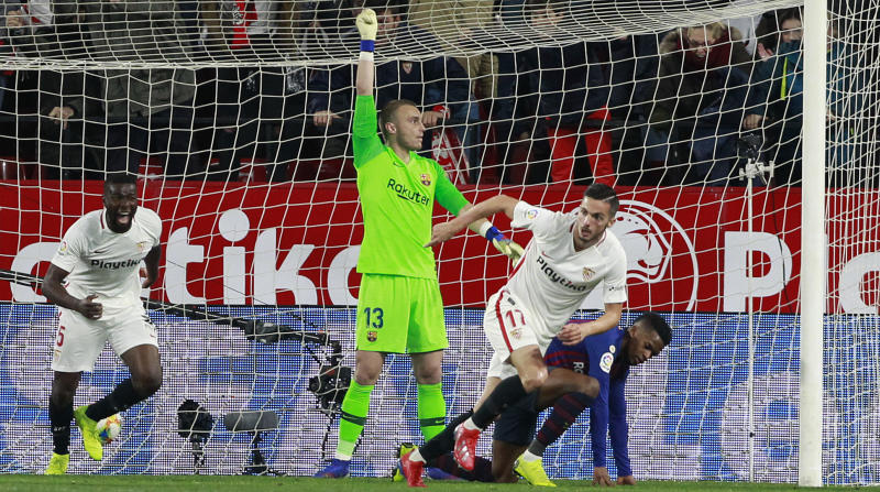 Sevilla's Pablo Sarabia, right, celebrates after scoring during a Spanish Copa del Rey soccer match between Sevilla and FC Barcelona in Seville, Spain, Wednesday Jan. 23, 2019. (AP Photo/Miguel Morenatti)