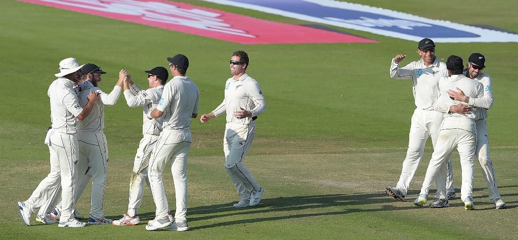 New Zealand's cricketers celebrate their victory against Pakistan on the third and final Test in Abu Dhabi on Friday. (AFP Photo/AAMIR QURESHI)