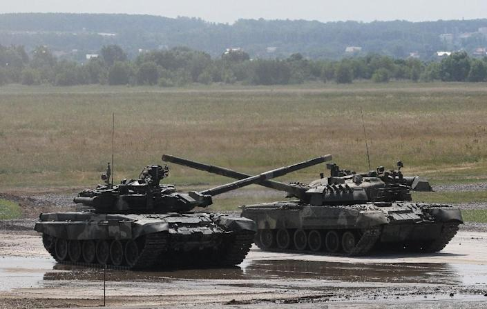 Russian T-90 tanks roll on June 28, 2010, on a training field outside Moscow (AFP Photo/Alexey Sazonov)